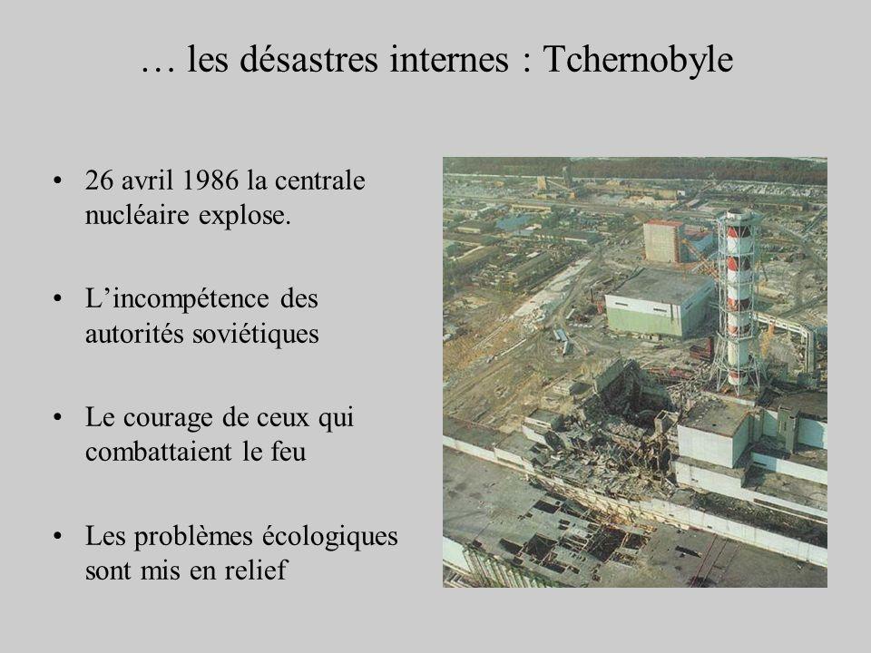 … les désastres internes : Tchernobyle 26 avril 1986 la centrale nucléaire explose. Lincompétence des autorités soviétiques Le courage de ceux qui com