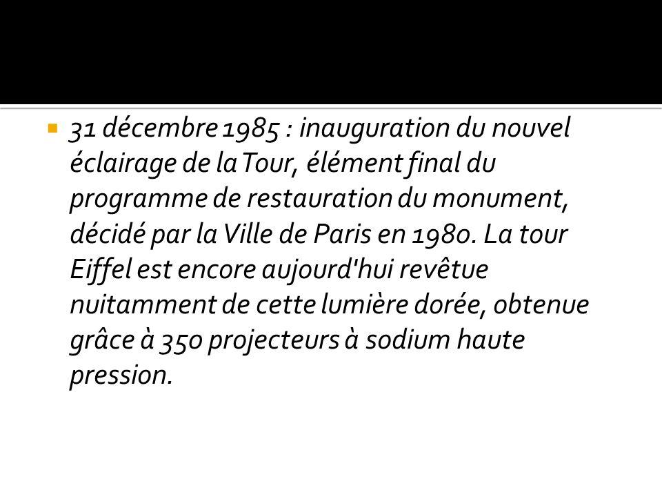 31 décembre 1985 : inauguration du nouvel éclairage de la Tour, élément final du programme de restauration du monument, décidé par la Ville de Paris e