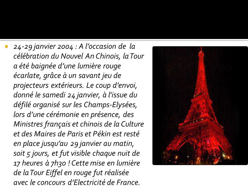 24-29 janvier 2004 : A loccasion de la célébration du Nouvel An Chinois, la Tour a été baignée dune lumière rouge écarlate, grâce à un savant jeu de p