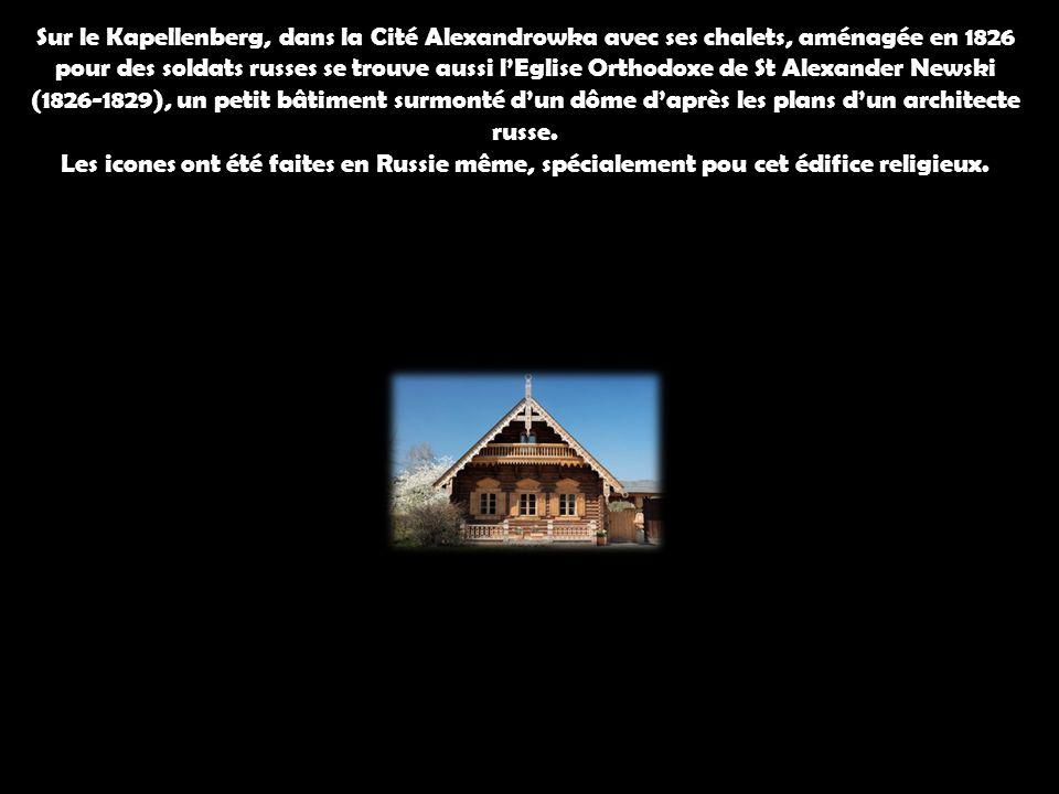 Sur le Kapellenberg, dans la Cité Alexandrowka avec ses chalets, aménagée en 1826 pour des soldats russes se trouve aussi lEglise Orthodoxe de St Alex