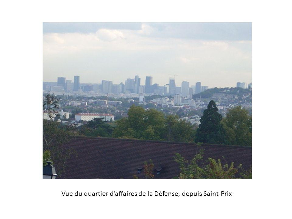 Vue du quartier daffaires de la Défense, depuis Saint-Prix