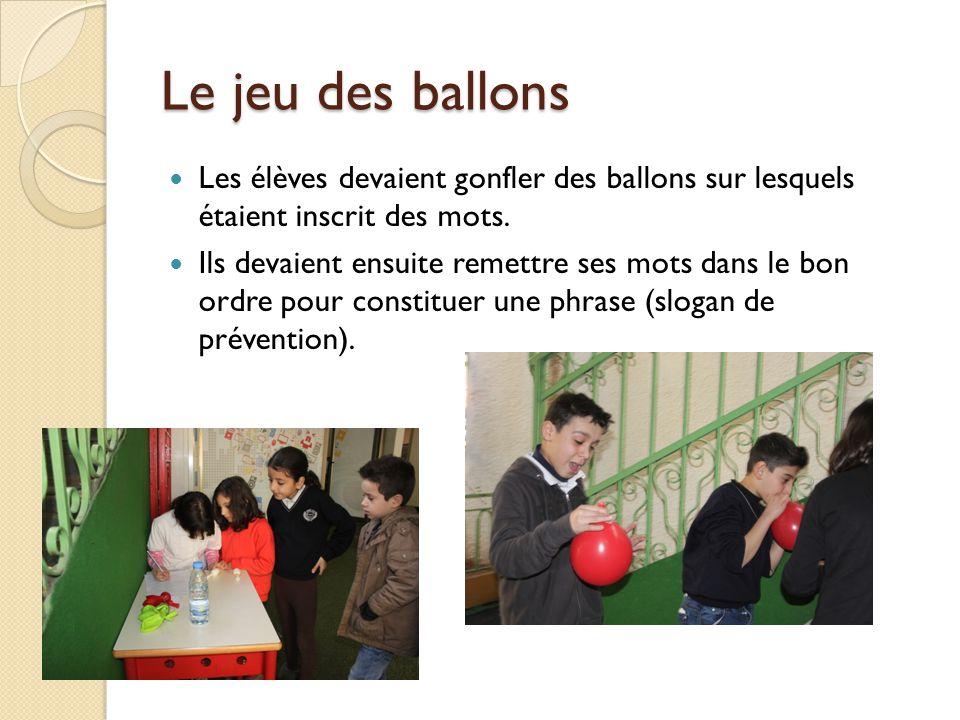 Le jeu des ballons Les élèves devaient gonfler des ballons sur lesquels étaient inscrit des mots.