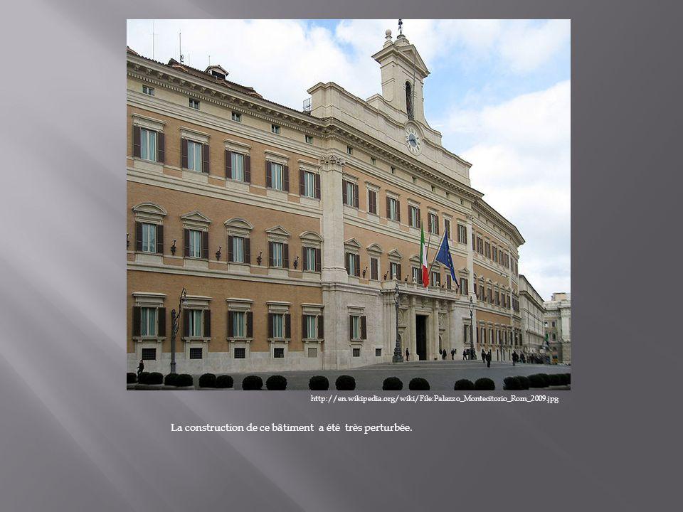 http://en.wikipedia.org/wiki/File:Palazzo_Montecitorio_Rom_2009.jpg La construction de ce bâtiment a été très perturbée.