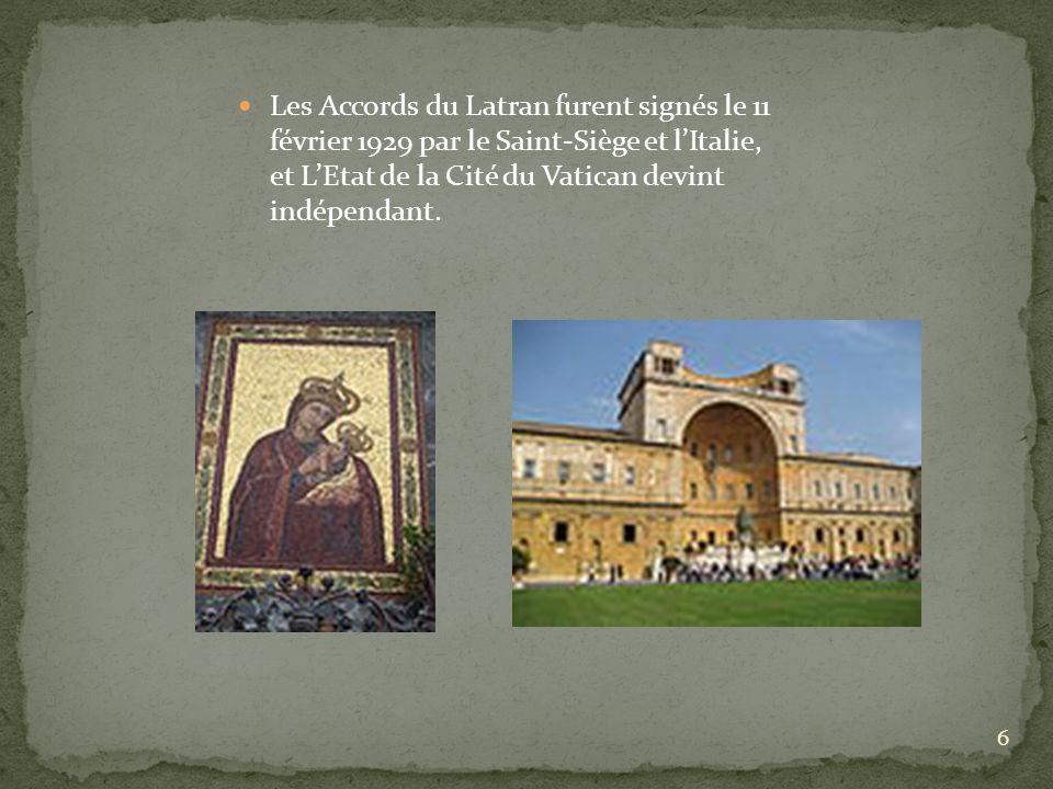 7 LA CHAPELLE SIXTINE La Chapelle Sixtine fut construite par l architecte Giovanni del Dolci entre 1475 et 1583 sur commission de Pape Sixte IV.