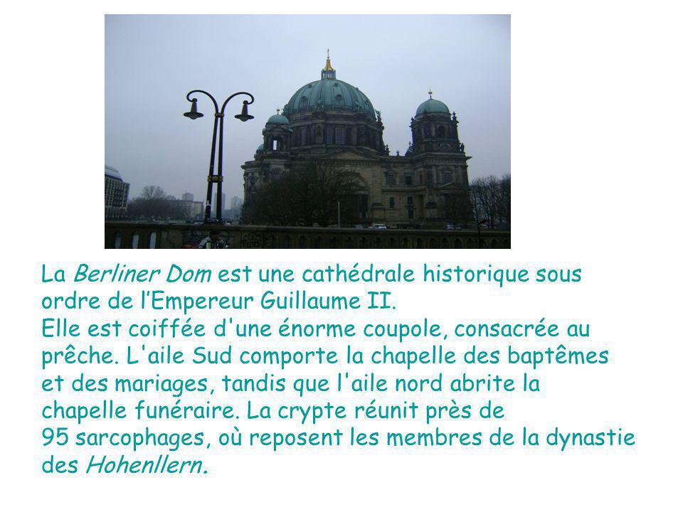 La Berliner Dom est une cathédrale historique sous ordre de lEmpereur Guillaume II.