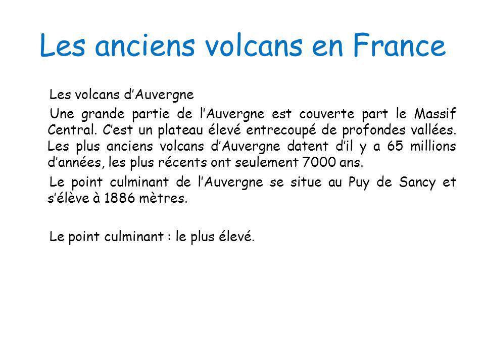 Les anciens volcans en France Les volcans dAuvergne Une grande partie de lAuvergne est couverte part le Massif Central. Cest un plateau élevé entrecou