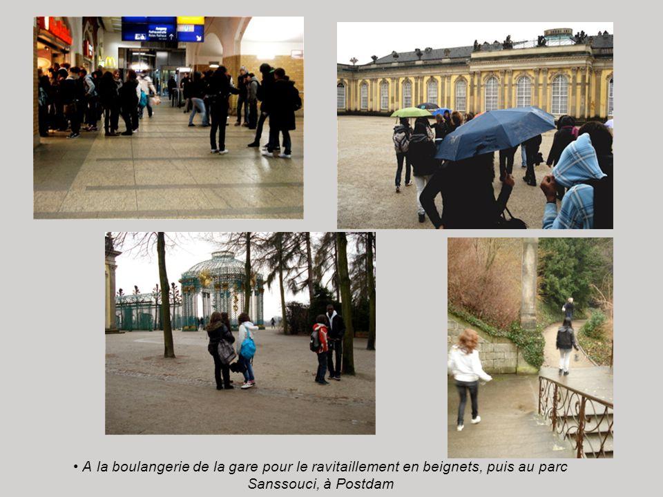 A la boulangerie de la gare pour le ravitaillement en beignets, puis au parc Sanssouci, à Postdam