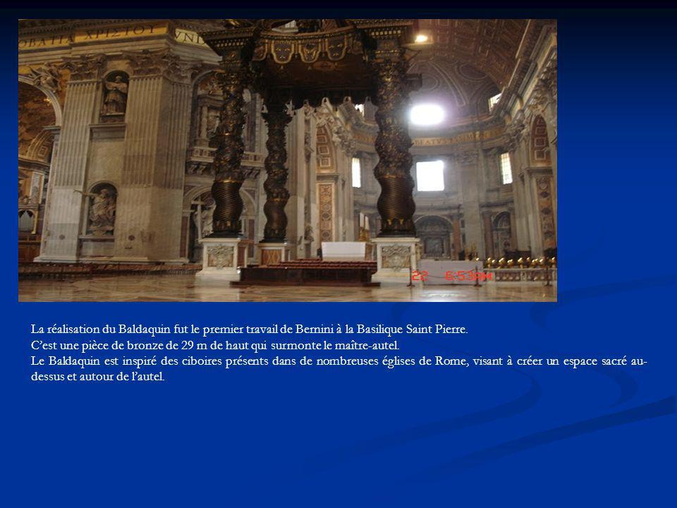 La réalisation du Baldaquin fut le premier travail de Bernini à la Basilique Saint Pierre. Cest une pièce de bronze de 29 m de haut qui surmonte le ma