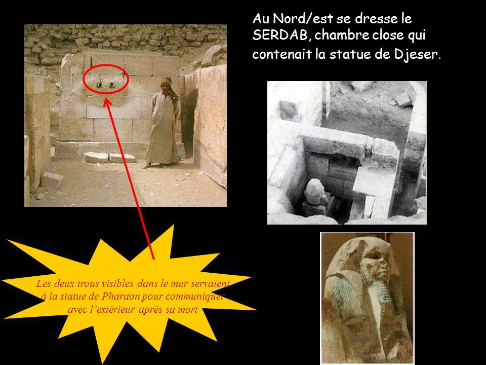 Au Nord/est se dresse le SERDAB, chambre close qui contenait la statue de Djeser.