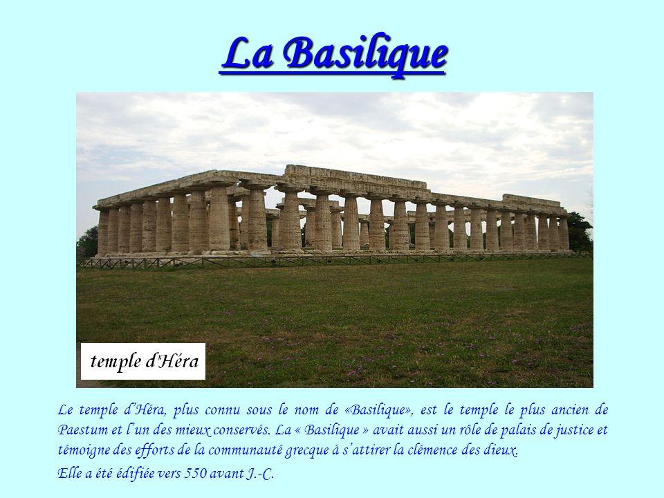 La Basilique Le temple dHéra, plus connu sous le nom de «Basilique», est le temple le plus ancien de Paestum et lun des mieux conservés. La « Basiliqu