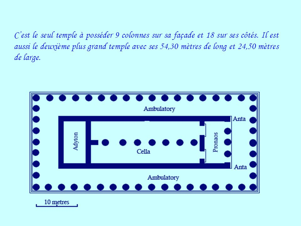 Cest le seul temple à posséder 9 colonnes sur sa façade et 18 sur ses côtés. Il est aussi le deuxième plus grand temple avec ses 54,30 mètres de long