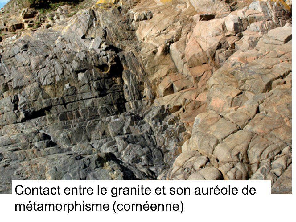 Contact entre le granite et son auréole de métamorphisme (cornéenne)