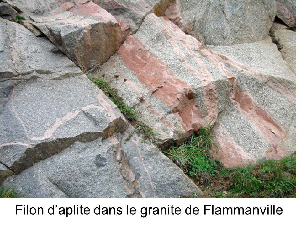 Filon daplite dans le granite de Flammanville