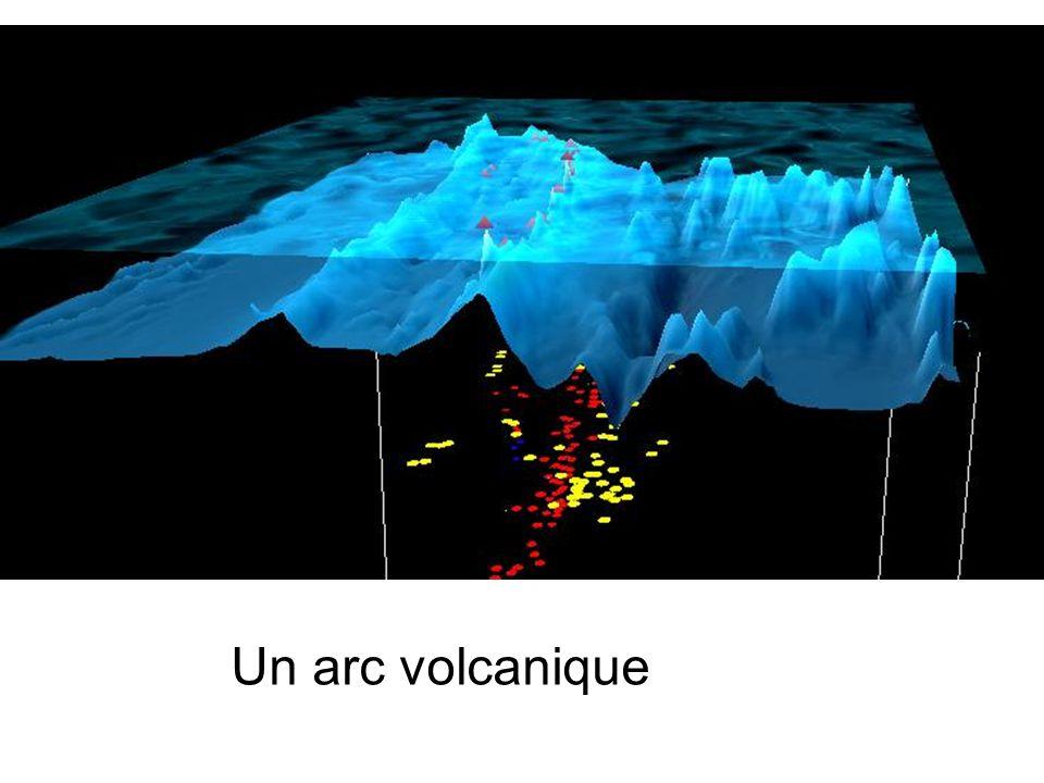 II) Interprétation des observations : mécanisme de la subduction 1) Une plaque océanique senfonce vers le manteau Voir TP12