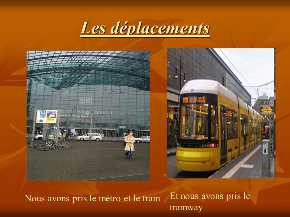 Les déplacements Nous avons pris le métro et le train Et nous avons pris le tramway