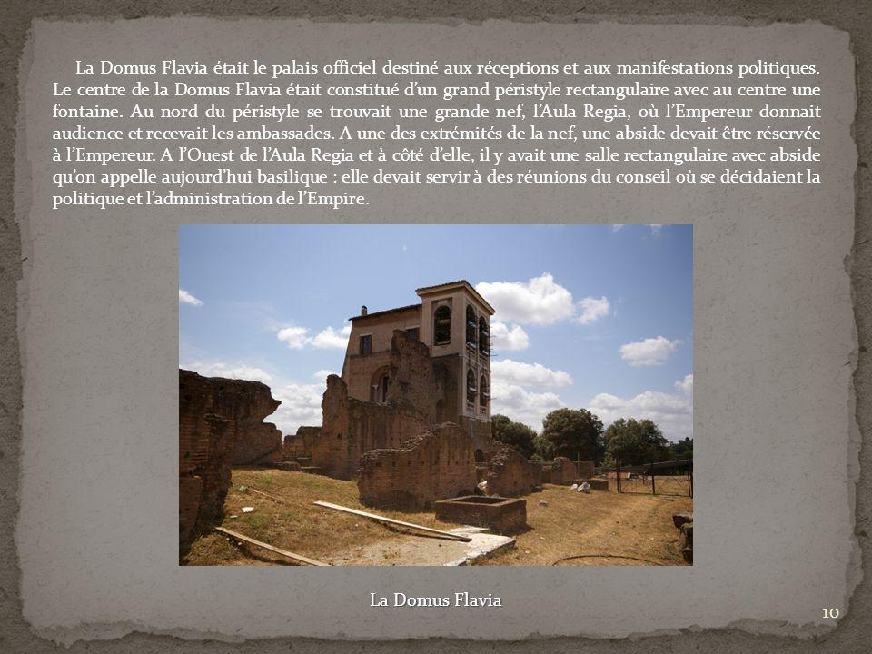 La Domus Flavia était le palais officiel destiné aux réceptions et aux manifestations politiques. Le centre de la Domus Flavia était constitué dun gra