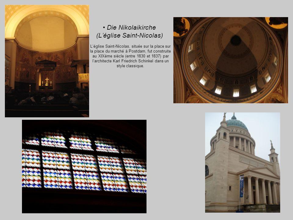 Die Nikolaikirche (Léglise Saint-Nicolas) Léglise Saint-Nicolas, située sur la place sur la place du marché à Postdam, fut construite au XIXème siècle (entre 1830 et 1837) par larchitecte Karl Friedrich Schinkel dans un style classique.