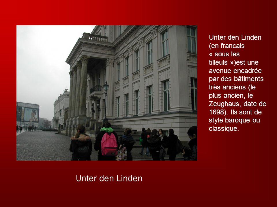 Unter den Linden Unter den Linden (en francais « sous les tilleuls »)est une avenue encadrée par des bâtiments très anciens (le plus ancien, le Zeughaus, date de 1698).