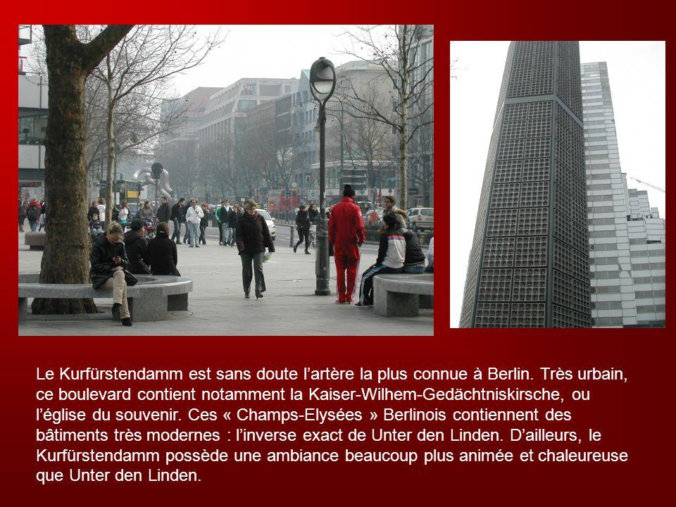 Le Kurfürstendamm est sans doute lartère la plus connue à Berlin. Très urbain, ce boulevard contient notamment la Kaiser-Wilhem-Gedächtniskirsche, ou