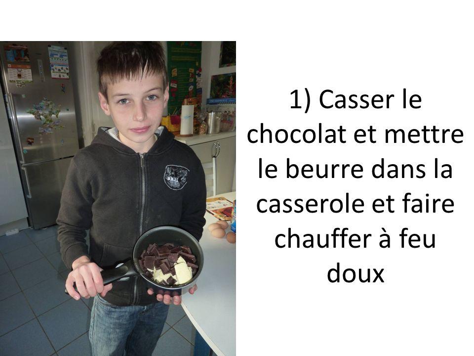 1) Casser le chocolat et mettre le beurre dans la casserole et faire chauffer à feu doux