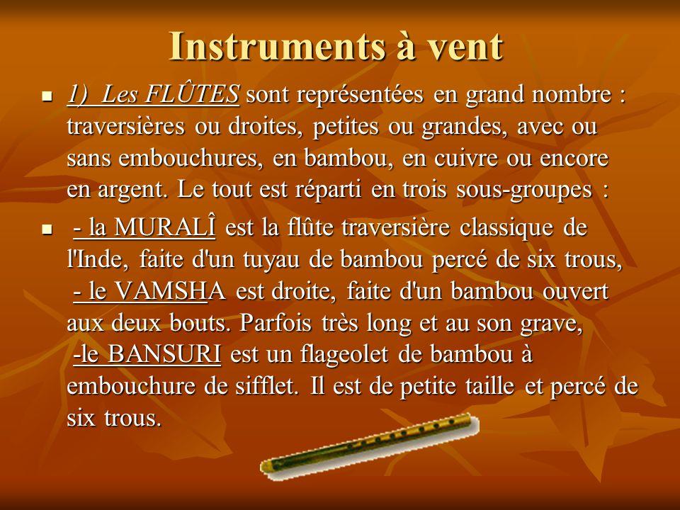 Instruments à vent 1) Les FLÛTES sont représentées en grand nombre : traversières ou droites, petites ou grandes, avec ou sans embouchures, en bambou,