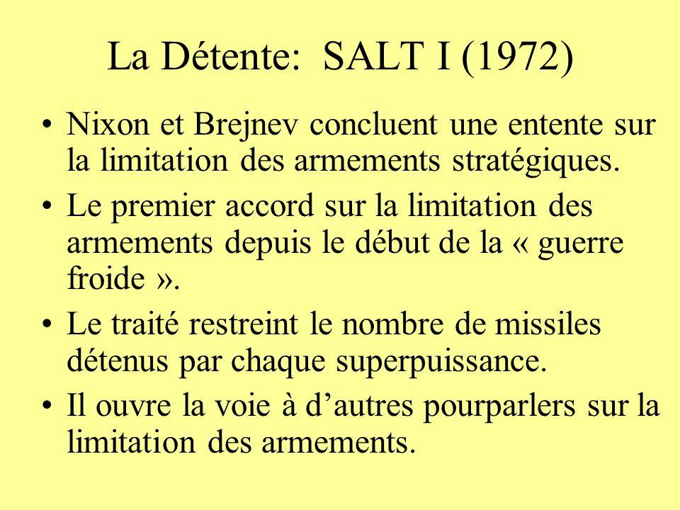 La Détente: SALT I (1972) Nixon et Brejnev concluent une entente sur la limitation des armements stratégiques. Le premier accord sur la limitation des