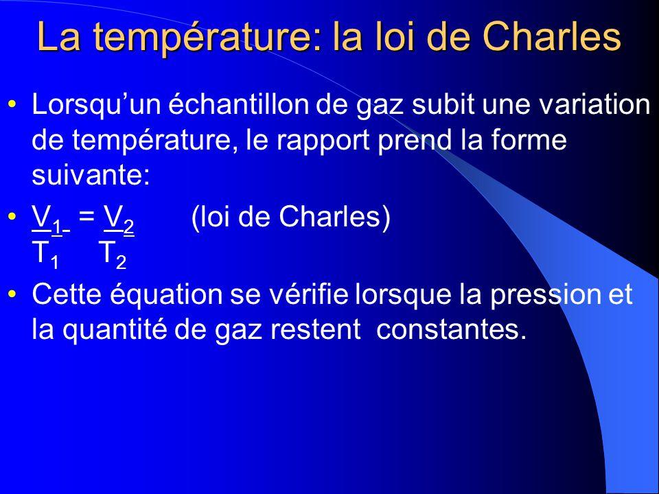 La température: la loi de Charles Quand on analyse la relation entre le volume dun gaz et sa température en kelvins, on constate quil sagit dun rapport direct.