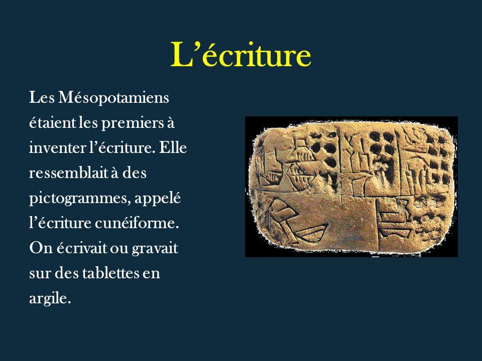 Lécriture Les Mésopotamiens étaient les premiers à inventer lécriture. Elle ressemblait à des pictogrammes, appelé lécriture cunéiforme. On écrivait o