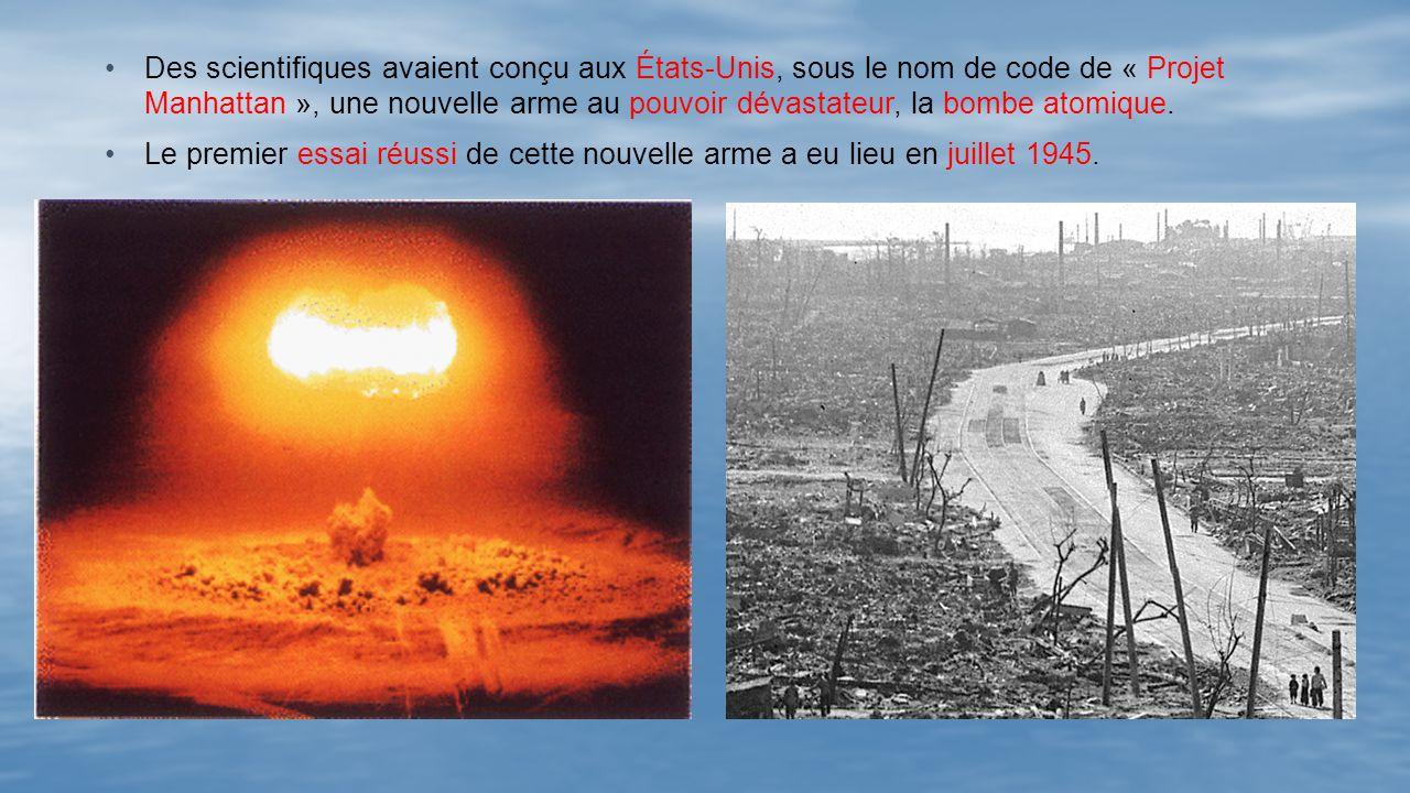Des scientifiques avaient conçu aux États-Unis, sous le nom de code de « Projet Manhattan », une nouvelle arme au pouvoir dévastateur, la bombe atomique.