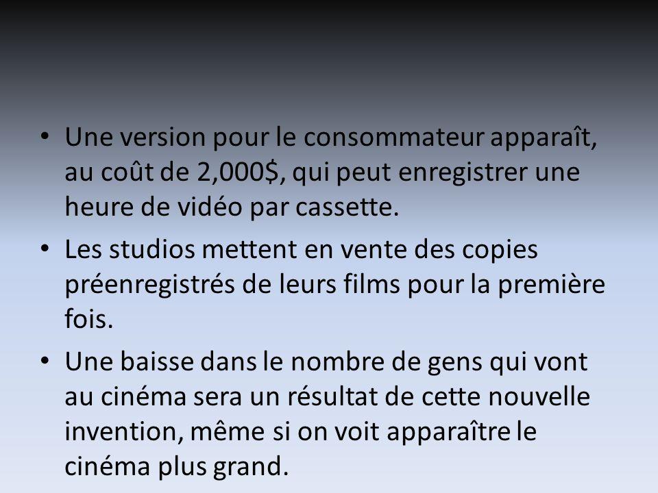 Les studios mettent en vente des copies préenregistrés de leurs films pour la première fois. Une baisse dans le nombre de gens qui vont au cinéma sera