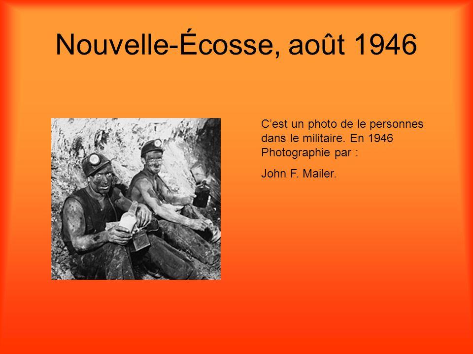 Nouvelle-Écosse, août 1946 Cest un photo de le personnes dans le militaire.