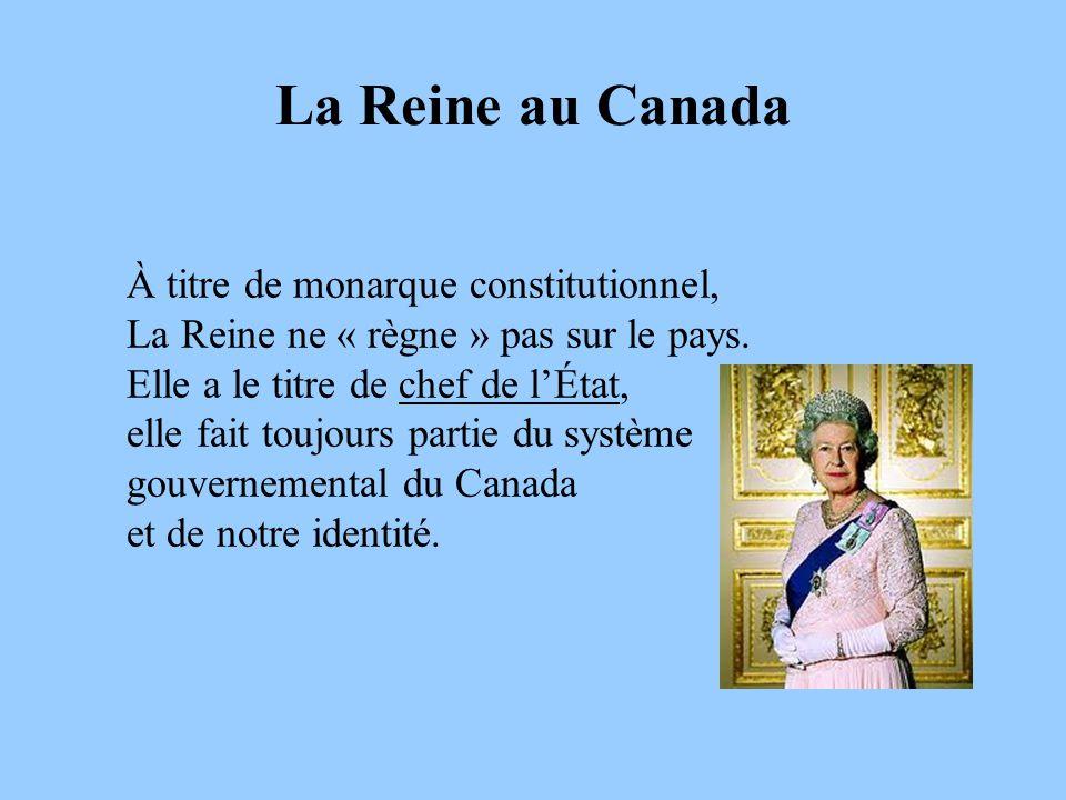 La Reine au Canada À titre de monarque constitutionnel, La Reine ne « règne » pas sur le pays. Elle a le titre de chef de lÉtat, elle fait toujours pa