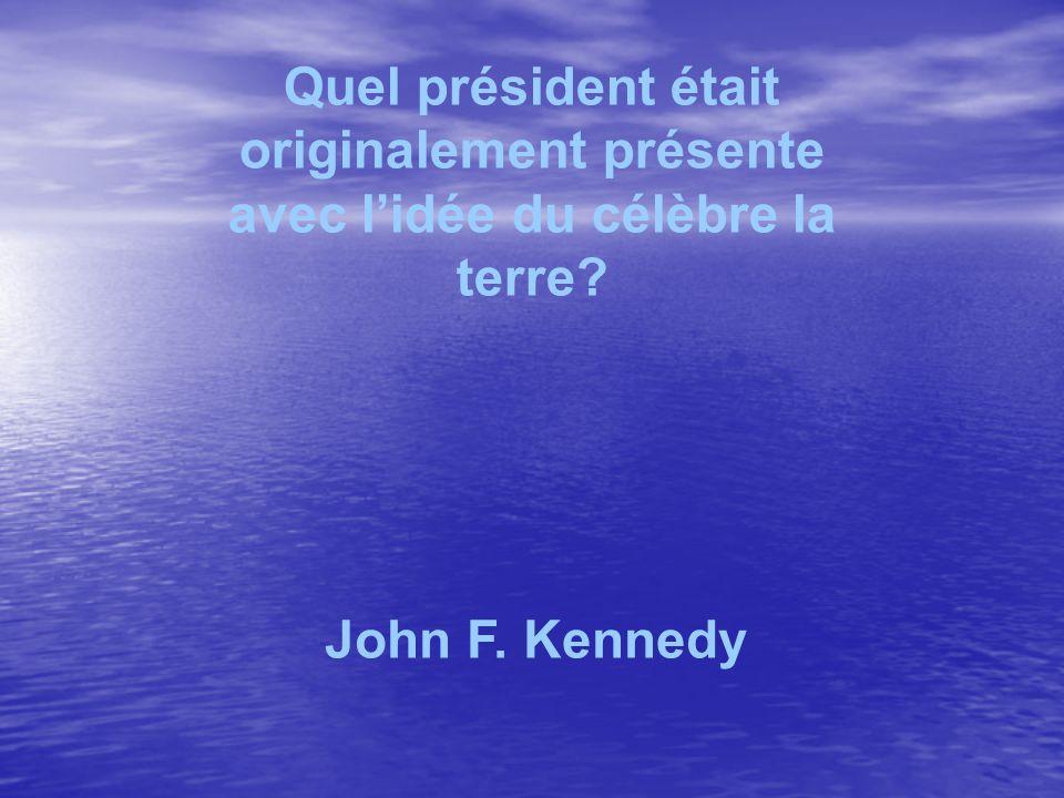 Quel président était originalement présente avec lidée du célèbre la terre? John F. Kennedy