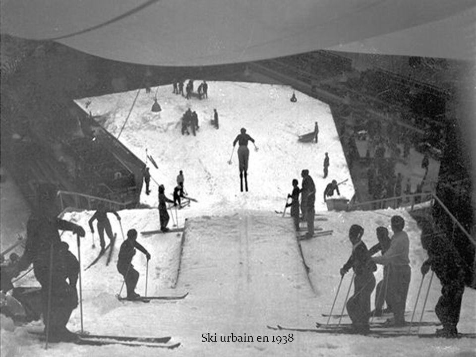 Promenade de son lion en 1930