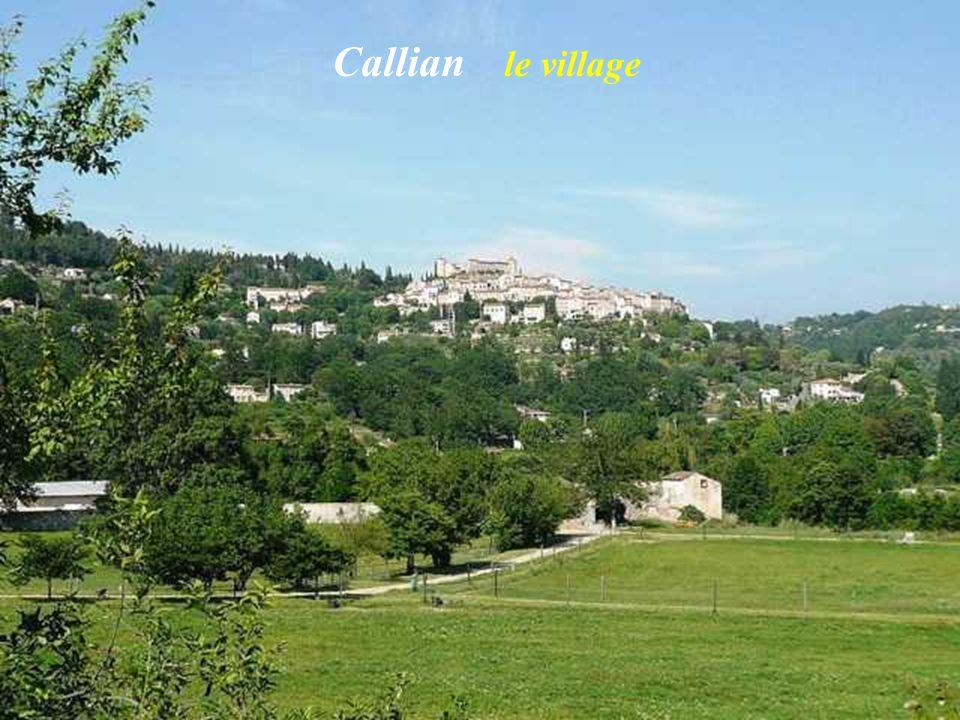 Le château Le village médiéval Grimaud