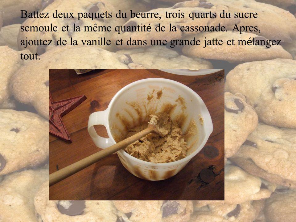 Battez deux paquets du beurre, trois quarts du sucre semoule et la même quantit é de la cassonade.