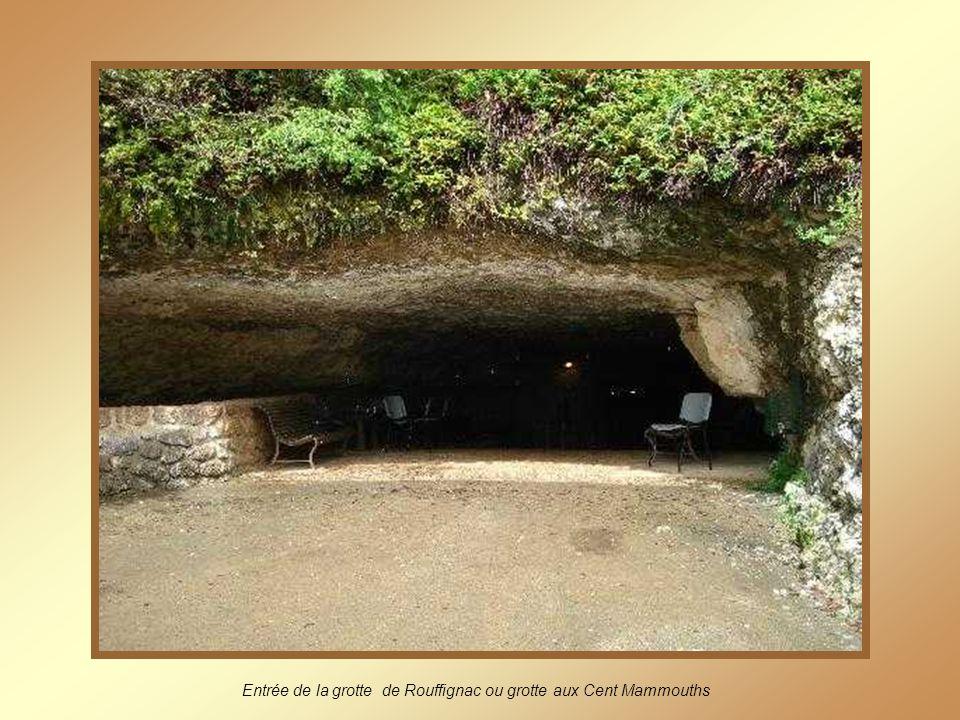 Entrée de la grotte de Rouffignac ou grotte aux Cent Mammouths