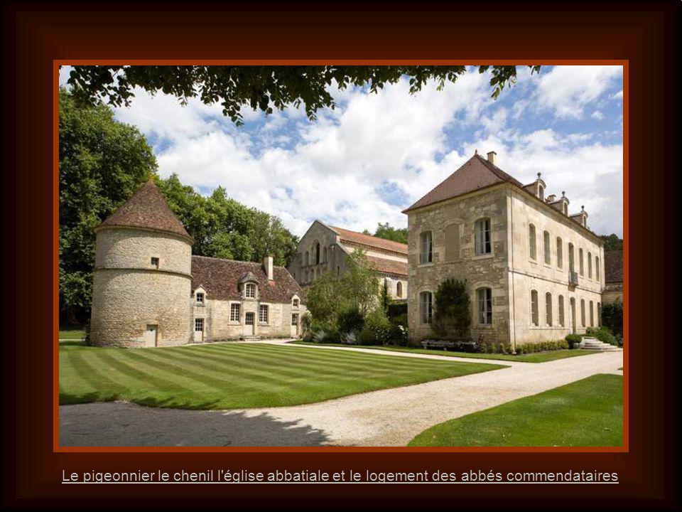 Labbaye vue des jardins L abbaye de Fontenay est une abbaye cistercienne fondée en 1118