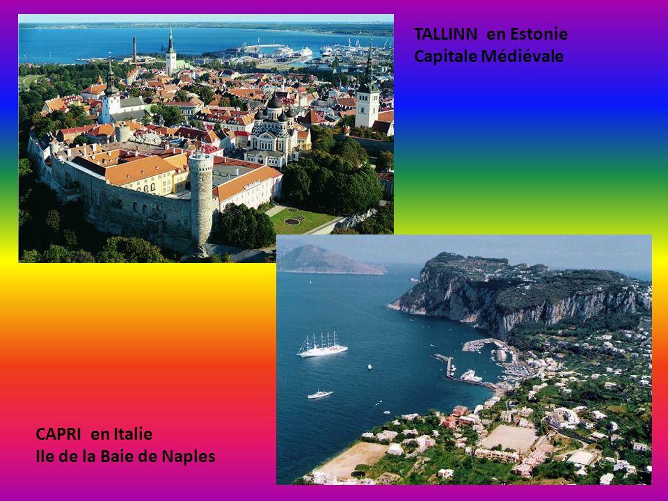 AZENHAS DO MAR au Portugal Ville perchée sur lAtlantique. Baie de FUNCHAL à Madère au Portugal