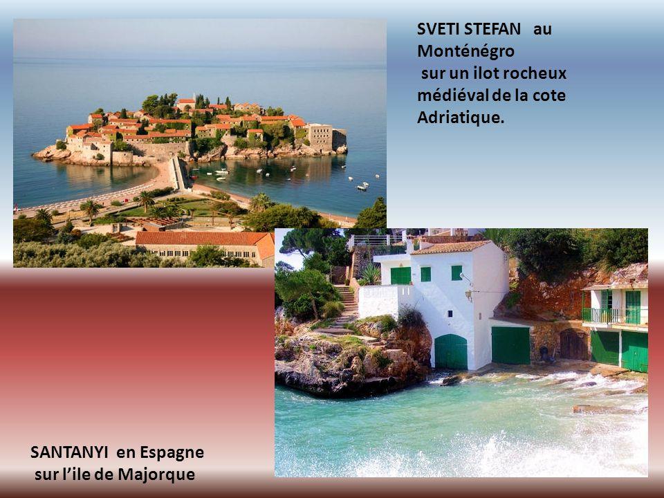 SVETI STEFAN au Monténégro sur un ilot rocheux médiéval de la cote Adriatique.