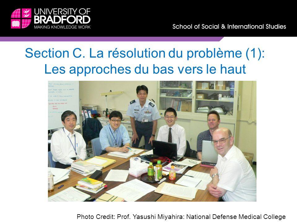 Section C. La résolution du problème (1): Les approches du bas vers le haut Photo Credit: Prof. Yasushi Miyahira: National Defense Medical College