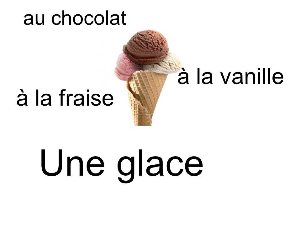 Une glace à la vanille au chocolat à la fraise