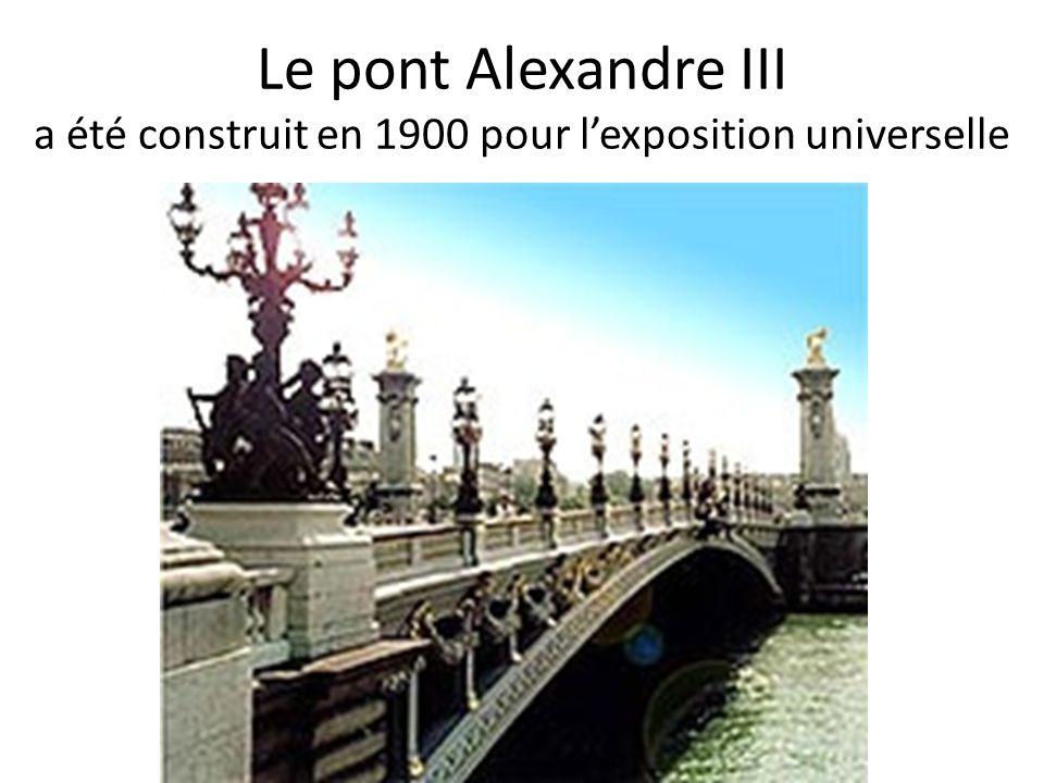 Le pont Alexandre III a été construit en 1900 pour lexposition universelle