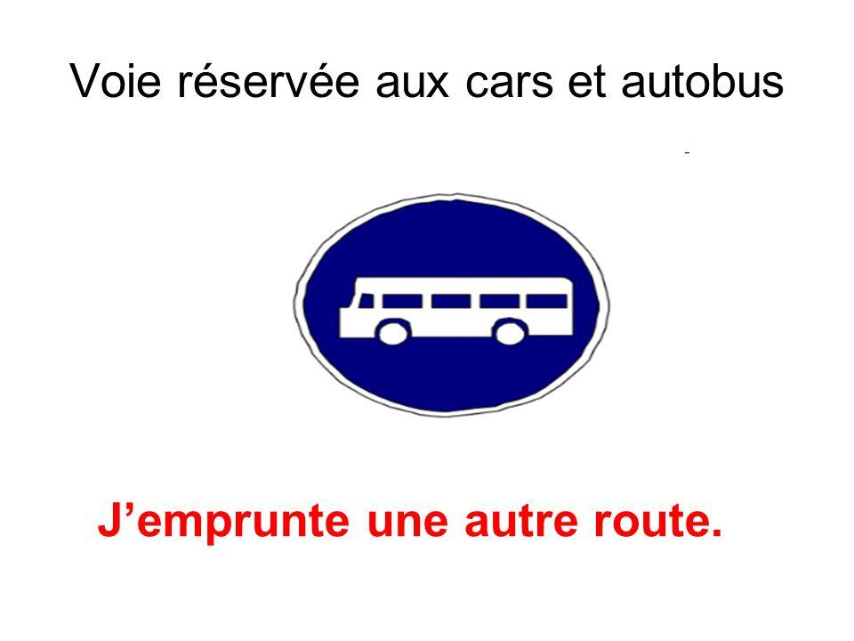 Voie réservée aux cars et autobus Jemprunte une autre route.