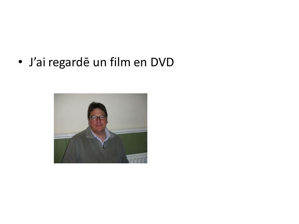 Jai regardē un film en DVD