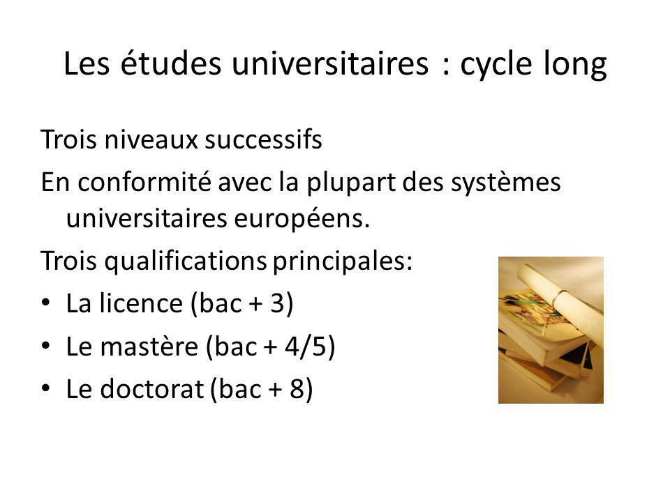 Les études universitaires : cycle long Trois niveaux successifs En conformité avec la plupart des systèmes universitaires européens. Trois qualificati
