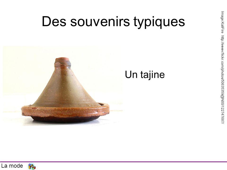 Des souvenirs typiques Un tajine Image:KaliFire http://www.flickr.com/photos/50635359@N00/122747687/ La mode
