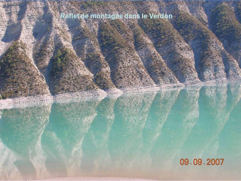 Reflet de montagne dans le Verdon