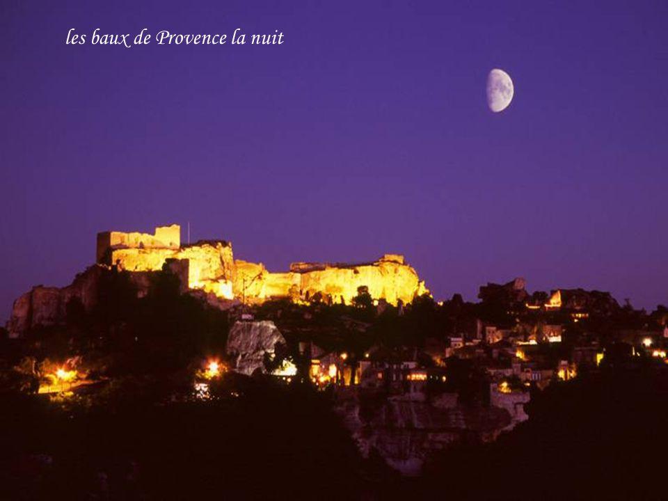les baux de Provence la nuit