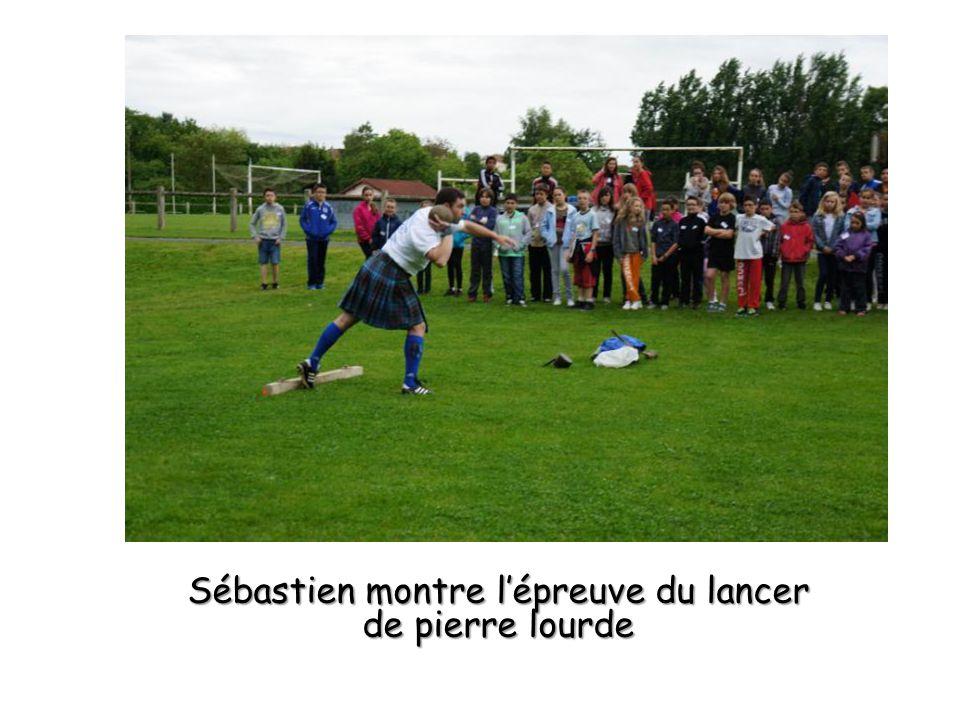 Sébastien montre lépreuve du lancer de pierre lourde